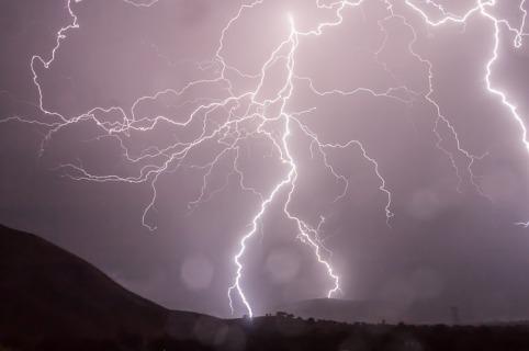 lightning-399853_640