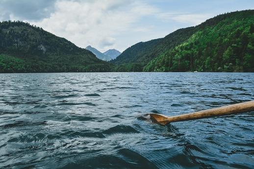 paddling-1081679_640